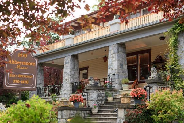 The porch at Abbeymoore Manor B&B, Victoria BC