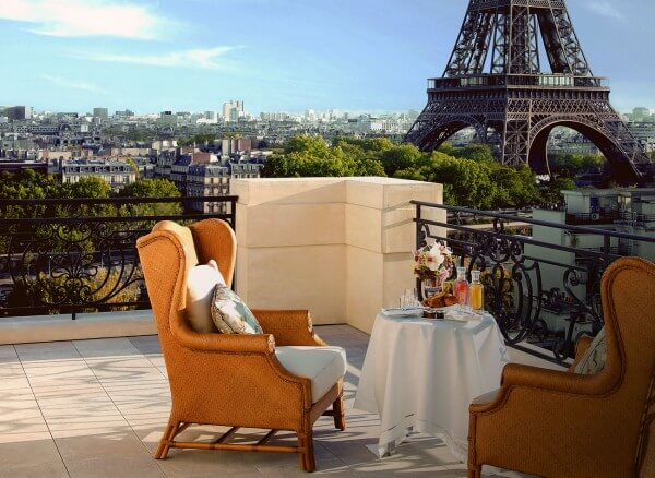Ultimate luxury at the shangri la in paris france for Hotels by the eiffel tower