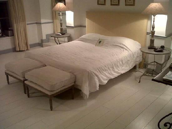 le chateau de courban. Black Bedroom Furniture Sets. Home Design Ideas