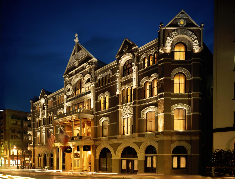 Spooky hotel ... | Photo