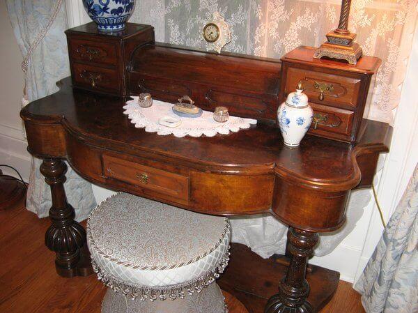 Antique vanity, Osler House, Hamilton, Ontario, Canada IMG_0875