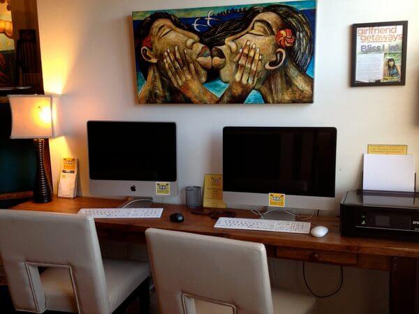 Art & computers, Paia Inn art, Maui, Hawaii