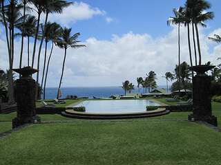 Travaasa Hana infinity pool