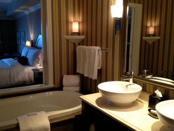 Bathroom, Oak Bay Beach Hotel, Victoria BC Canada