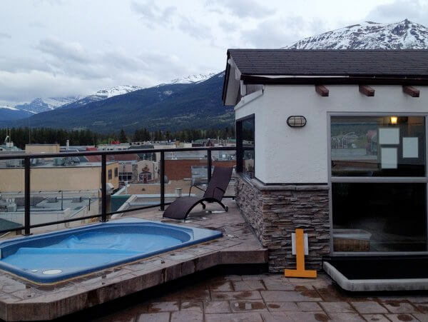 Rooftop hot tub, Whistler's Inn, Jasper, Alberta, Canada