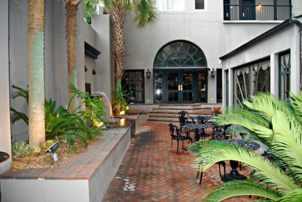 New-Orleans style courtyard at the Natchez Eola Hotel