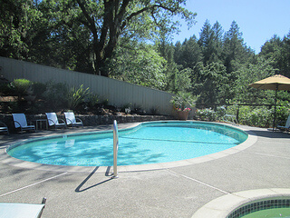 Chanric Inn pool