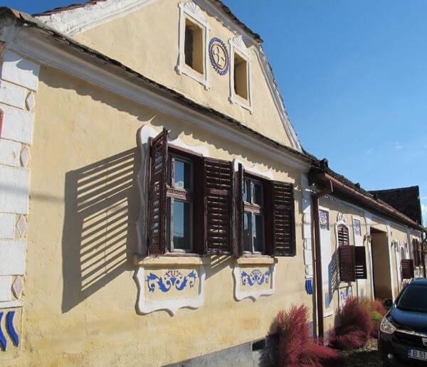 The entrance of Casa cu Zorele in the village of Crit in Transylvania