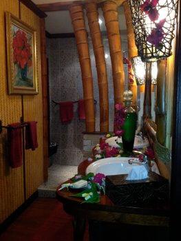 Bathroom, Fenua Mata'i'oa, Moorea, French Polynesia