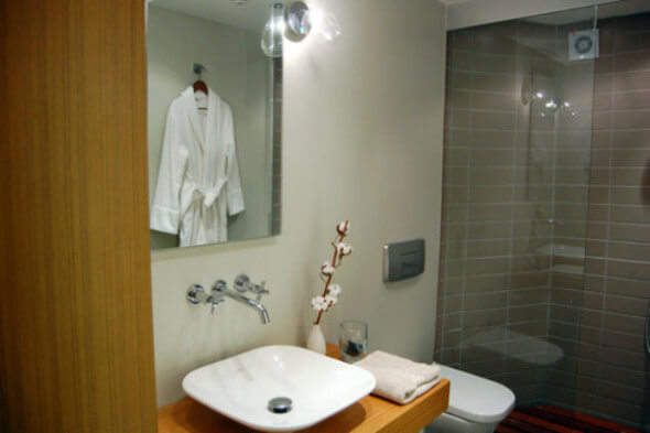 The bathroom at i'zaz