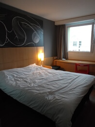 Bedroom at Ibis (red)