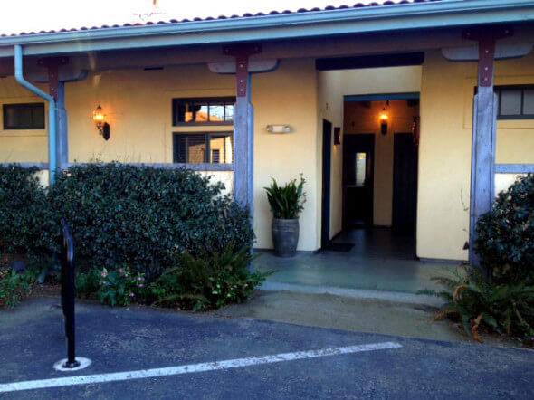 The outside of the Sonoma Creek Inn