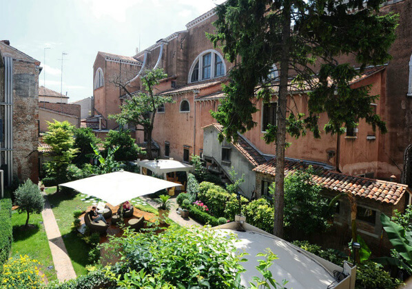 hotel abazzia courtyard view 1