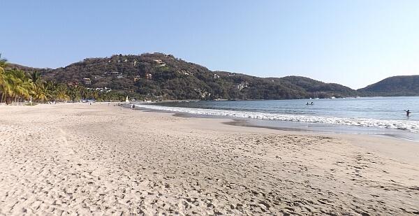 Playa la Ropa Beach