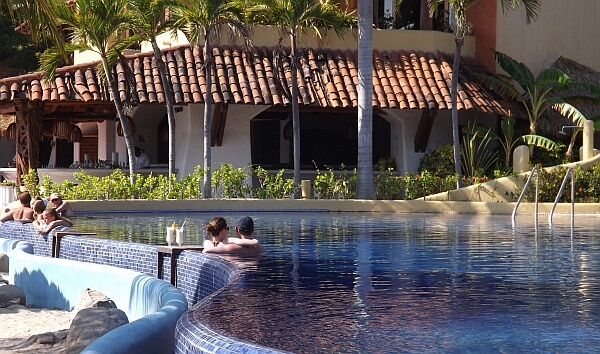 Viceroy Zihuatanejo pool