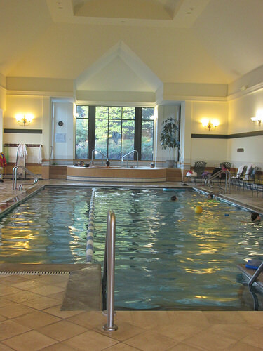 Fairmont Le Manoir, indoor pool