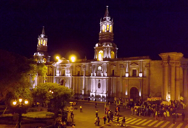 On the main plaza in arequipa casa andina select for Hotel casa andina arequipa
