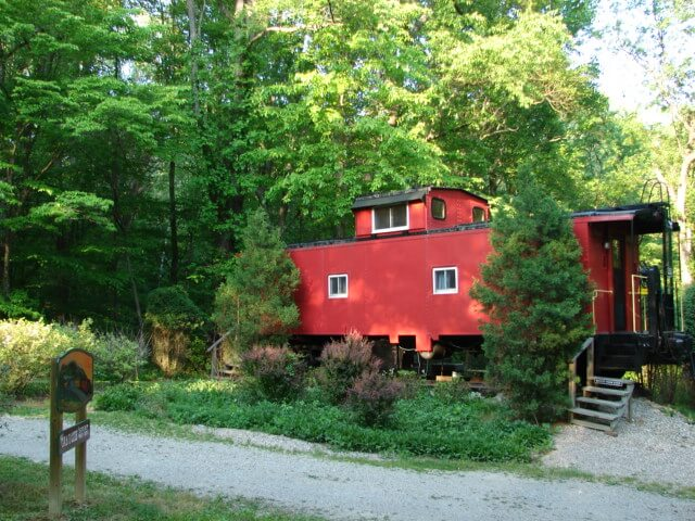 Hocking Hills Lazy Lanes  Caboose Cabin