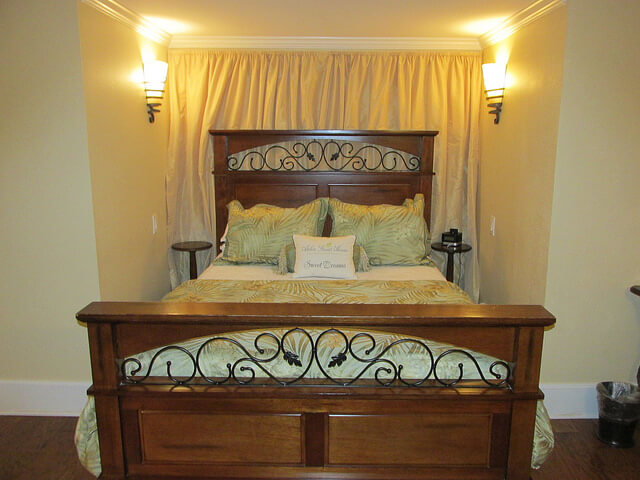 garden room, carriage house, arbor guest house, bed & breakfast, bed