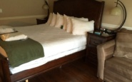 Guest room, South Thompson Inn, Kamloops, BC Canada