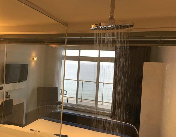 Shower with a view, Riôtel Matane