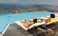 sparkling-hill-kurspa-infinity-pool