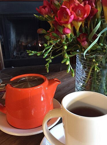 afternoons at the inn, stanford inn, mendocino, california, tea, flowers