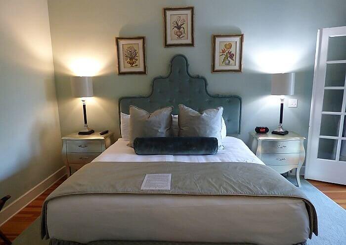King's Daughters Inn bed
