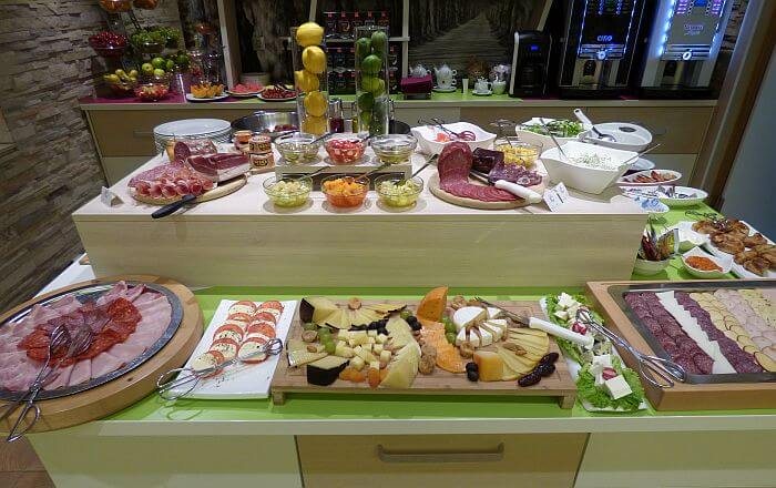 Colors Inn breakfast buffet