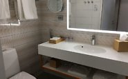 standard room bathroom Hotel Indigo Helsinki - Boulevard
