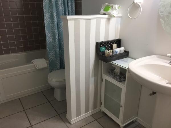 Guest bath, Evergreen B&B, Hope, BC, Canada