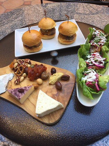 happy hour, happy friday club, hors d hourves, sliders, pub food, garden court hotel, palo alto, california cuisine