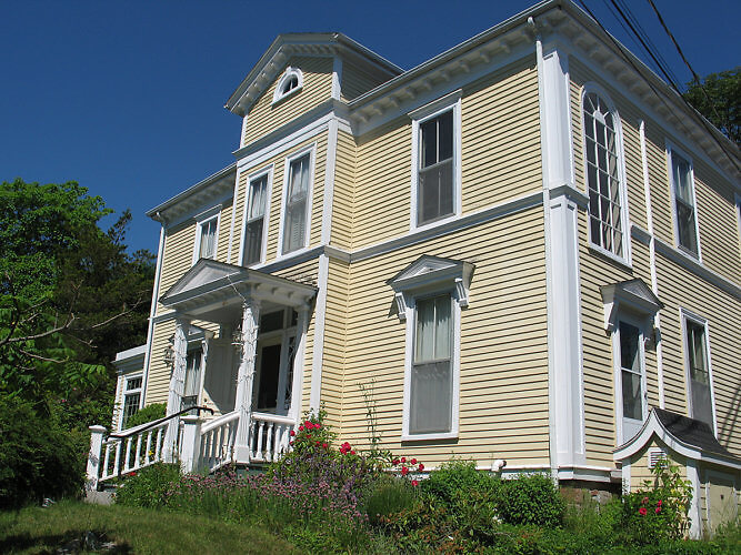 The Tattingstone Inn is painted butter yellow with white trim. (Photo by Susan McKee)
