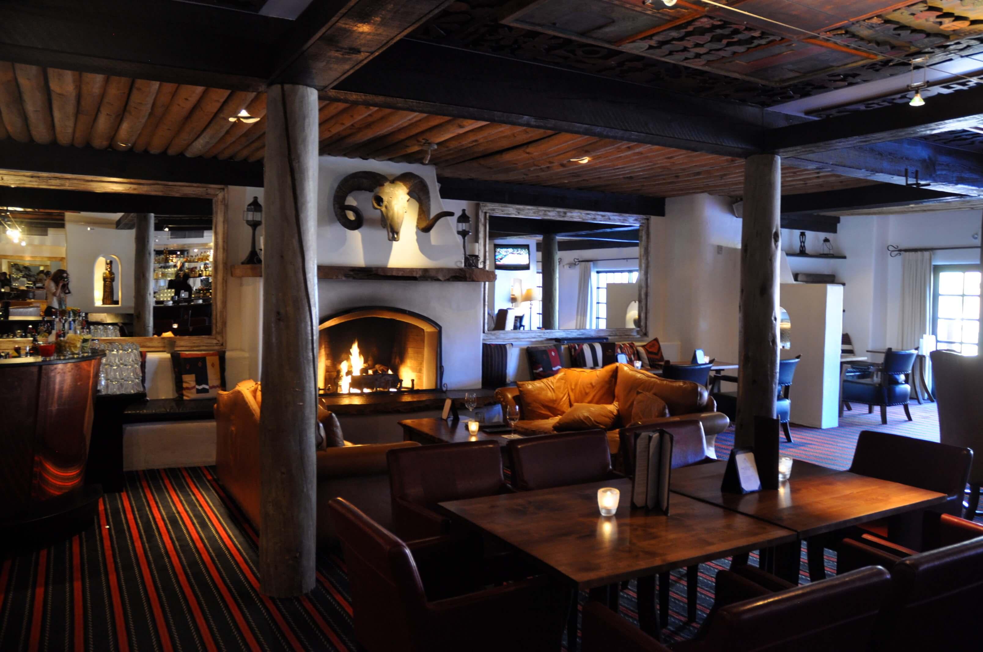 Cozy Bar Hotel Scoop