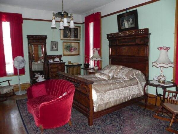 stay in huguette clarke s bedroom at the copper king mansion butte rh hotel scoop com 1980s bedroom furniture 1980s bedroom decor