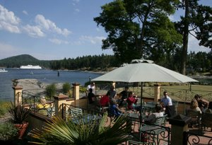 Waterfront dining at Galiano Oceanfront Inn