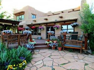 Leroux Creek Inn & Vineyards