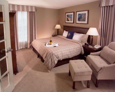 Introducing the Elegantly Nautical Salem Waterfront Hotel & Marina