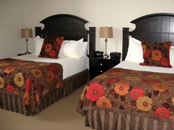 Inn on the Twenty guest room, Jordan, Ontario, Canada