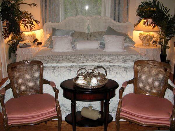 Guest room, Osler House, Hamilton, Ontario Canada IMG_0874