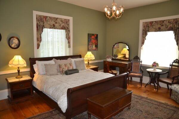 Sir Isaac Brock room, Brockamour Manor, Niagara-on-the-Lake, Ontario, Canada