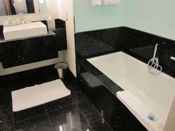 Radisson Bloomington Hotel bathroom