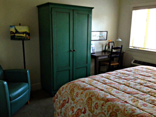 Sonoma Creek Inn room