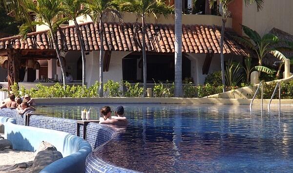 Viceroy Zihuatanejo pool