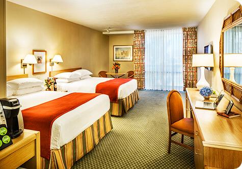 Queen standard room at Howard Johnson Anaheim Hotel