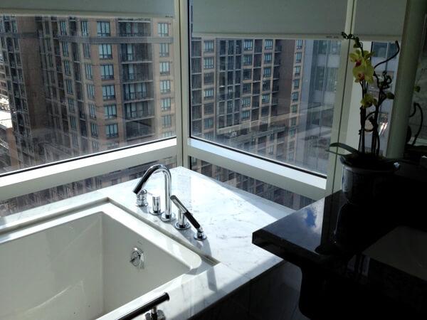 Shangri-La Hotel Toronto bathtub