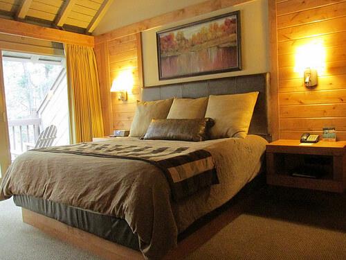 """Sunriver Lodge room"""