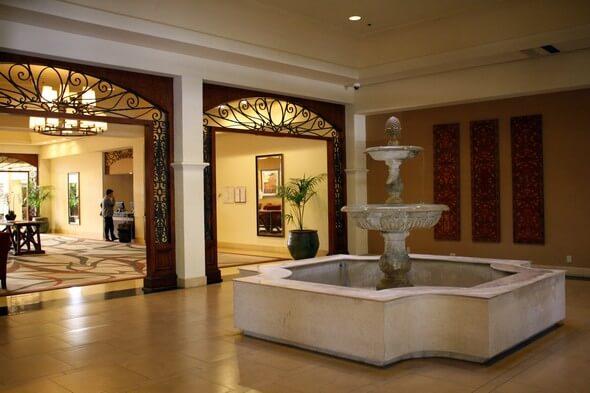 Lobby/entrance Hyatt Westlake Plaza