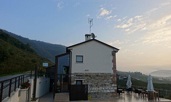 Panoramic Vineyard Views at Italy's Due Carpini