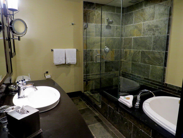 Nita Lake Lodge Studio Lakeview Suite Bathroom